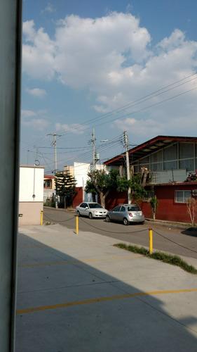 bodega en esquina amplia con entrada para trailers