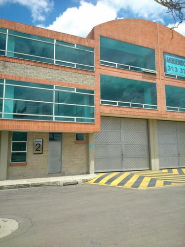 bodega en parque industrial en siberia