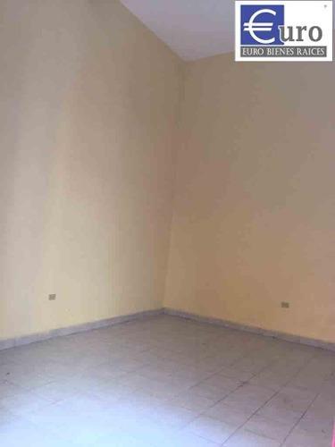bodega en renta dentro de casa en 10 oriente centro de puebl