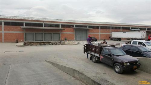 bodega fontibon  3600 m2  muelles- estanteria