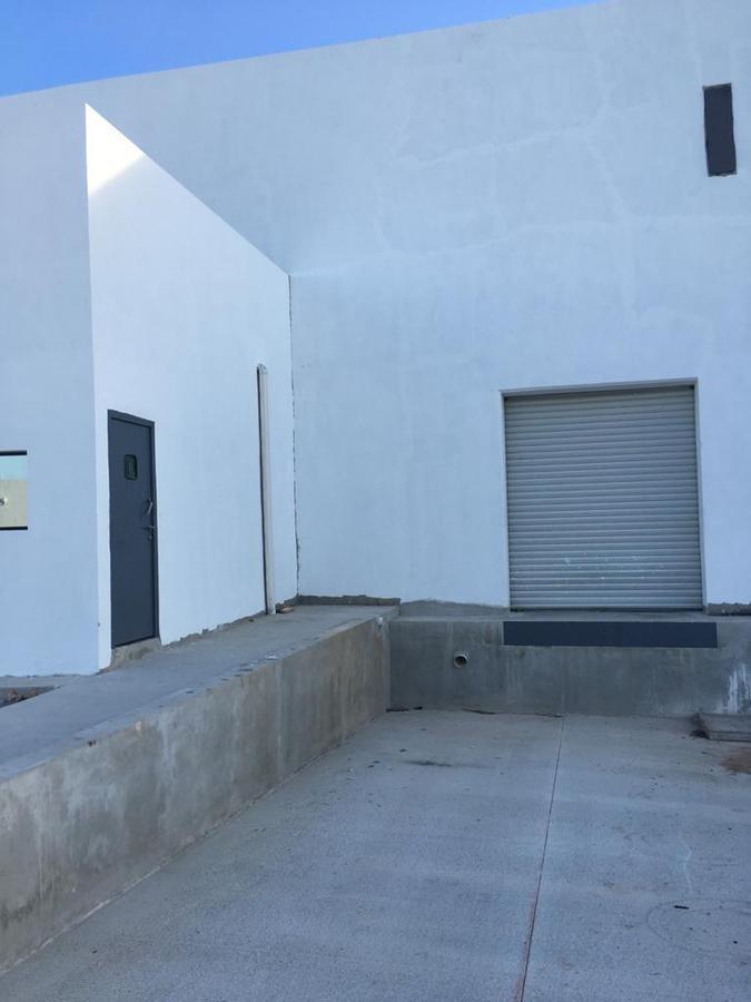bodega industrial con anden de descarga propio, 2 baños, oficins, comedor, con camaras y acceso por el periferico poniente
