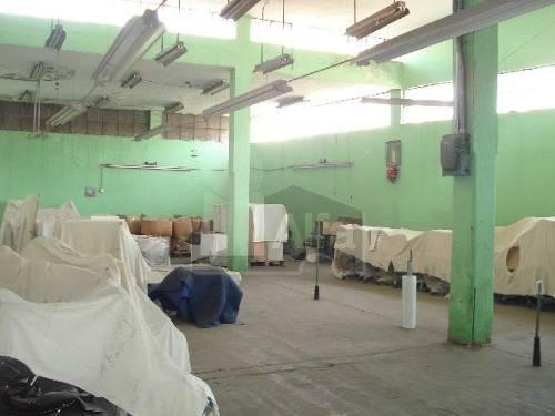 bodega industrial en colonia humboldt, puebla. con oficinas y departamentos.
