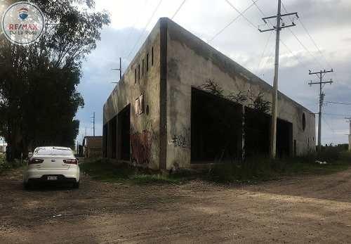 bodega - local comercial en esquína y en avenida principal