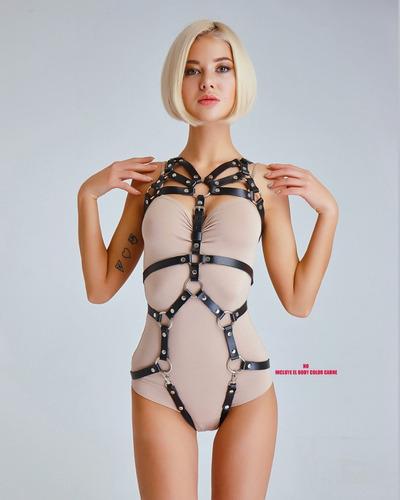 body arnés de piel sintética para dama modelo venus