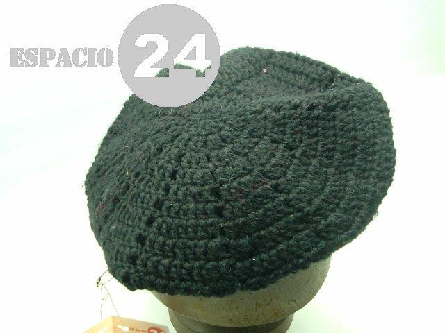 dc3431624cdb6 Boina De Lana Negra Tejida A Mano Al Crochet En Gajos. -   220