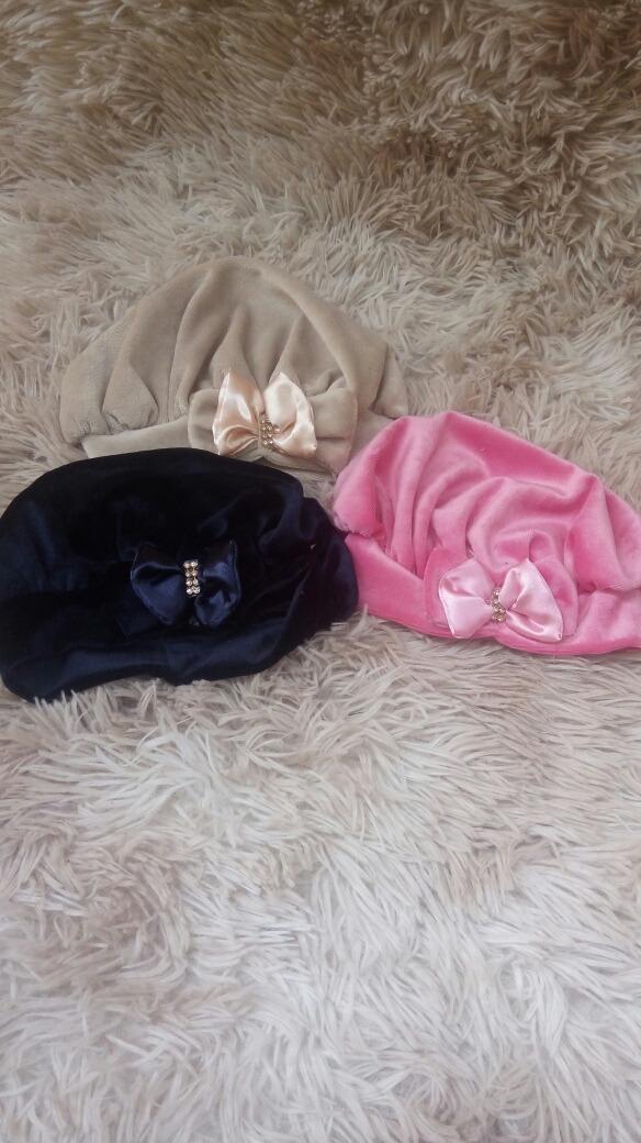 boina de plush bebê decoradas em laços e strass lindas. Carregando zoom. e558826a56e