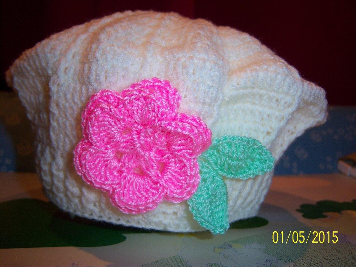 45aa686208f34 boina p  bebes tejida al crochet con aplique de flor y hojas. Cargando zoom.