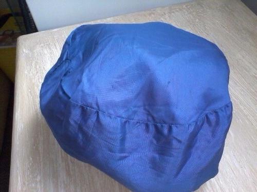 boina preta pelúcia c/forro cetim azul 12cm diâmetro
