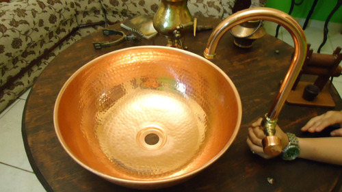 bojo e torneira de cobre o valor é  de cada peça