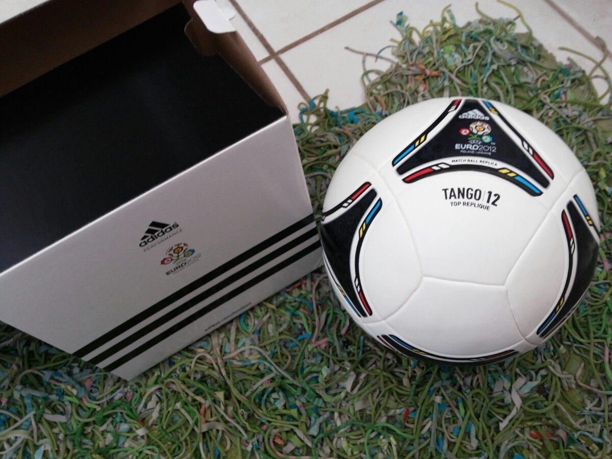bola adidas - match ball replica - tango - euro 2012. Carregando zoom. 26c0fb5a9b22f