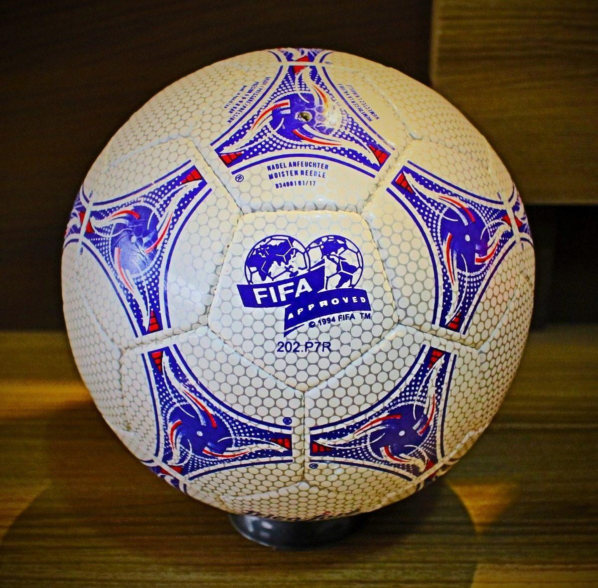 6b71b9ecdb bola adidas tricolore oficial de jogo copa da frança 1998. Carregando zoom.