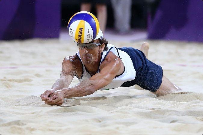 Bola De Beach Volley Pro Mikasa Vls 300 - Vôlei De Praia - R  349 6aa83707be306
