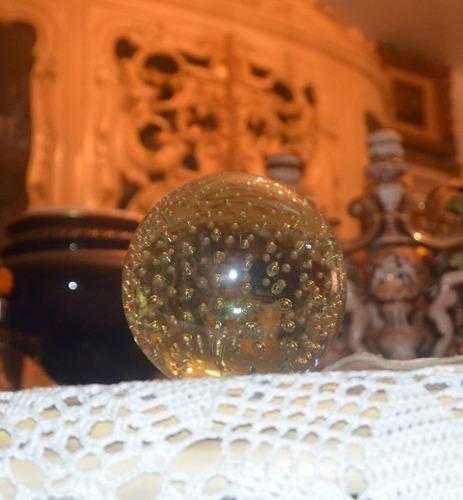 bola de cristal decorativa.