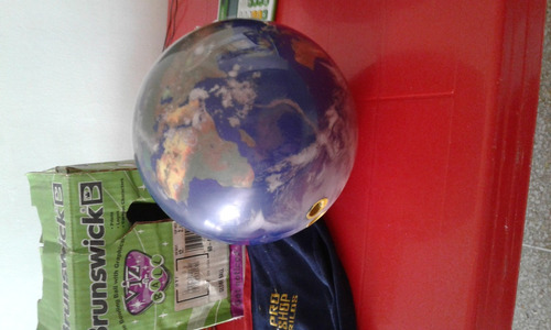bola de de bowling de 12 libras con mapa de globo terraqueo