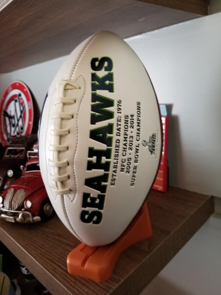 c9915331f bola de futebol americano seattle seahawks colecionador. Carregando zoom.