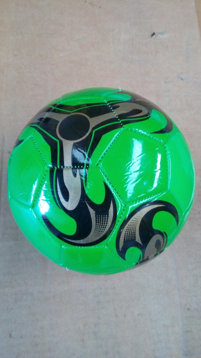 5a596a5ae50fa bola de futebol capotão costurada de campo boa e barata. Carregando zoom.