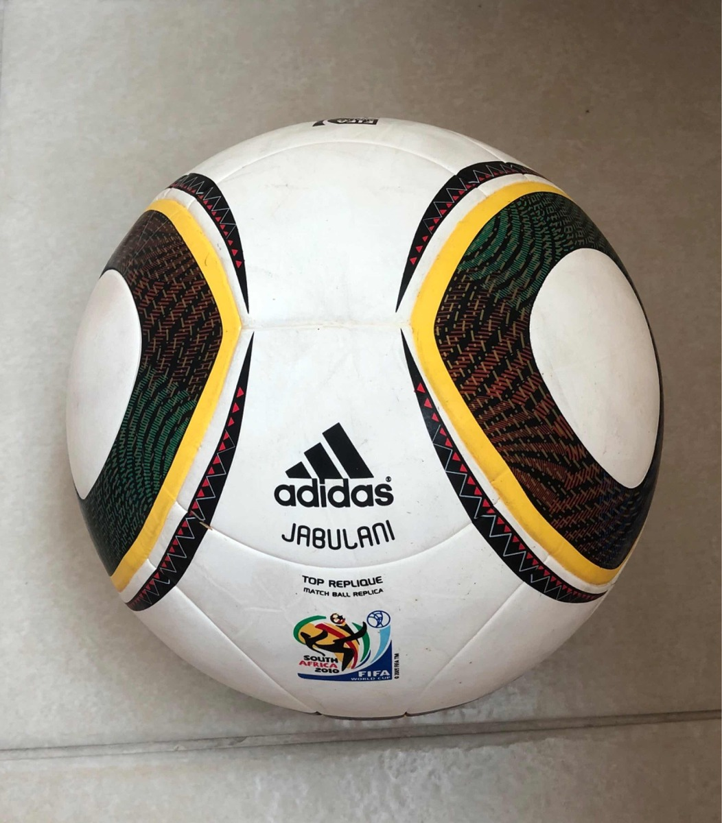 c93a8d3c61ce2 bola de futebol jabulani fifa copa 2010 - replica oficial. Carregando zoom.
