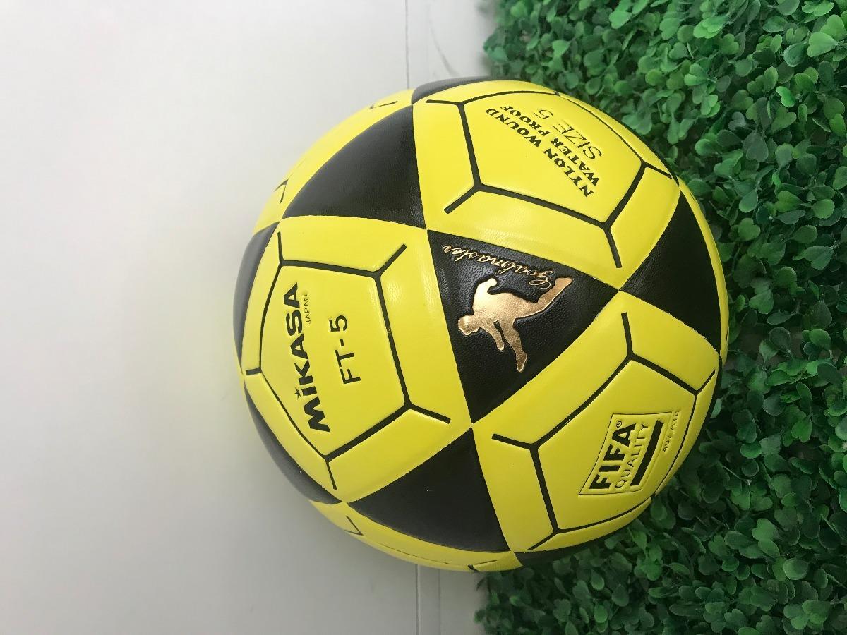 3b00171ba2c43 bola de futevolei mikasa original ft5 - preto e amarelo. Carregando zoom.