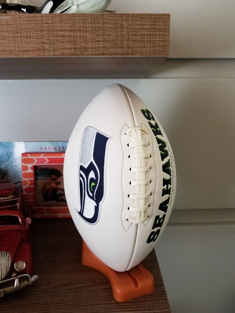 77aa31183 Bola De Futebol Americano Seattle Seahawks Colecionador - R  999