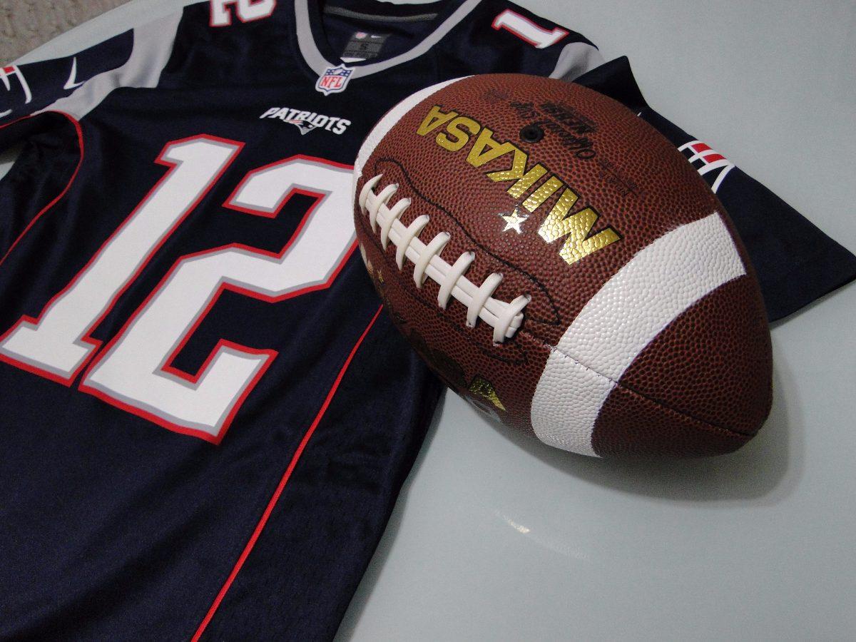 7eb9b7ef2 bola futebol americano couro-oficial( grátis flag patriots). Carregando  zoom.