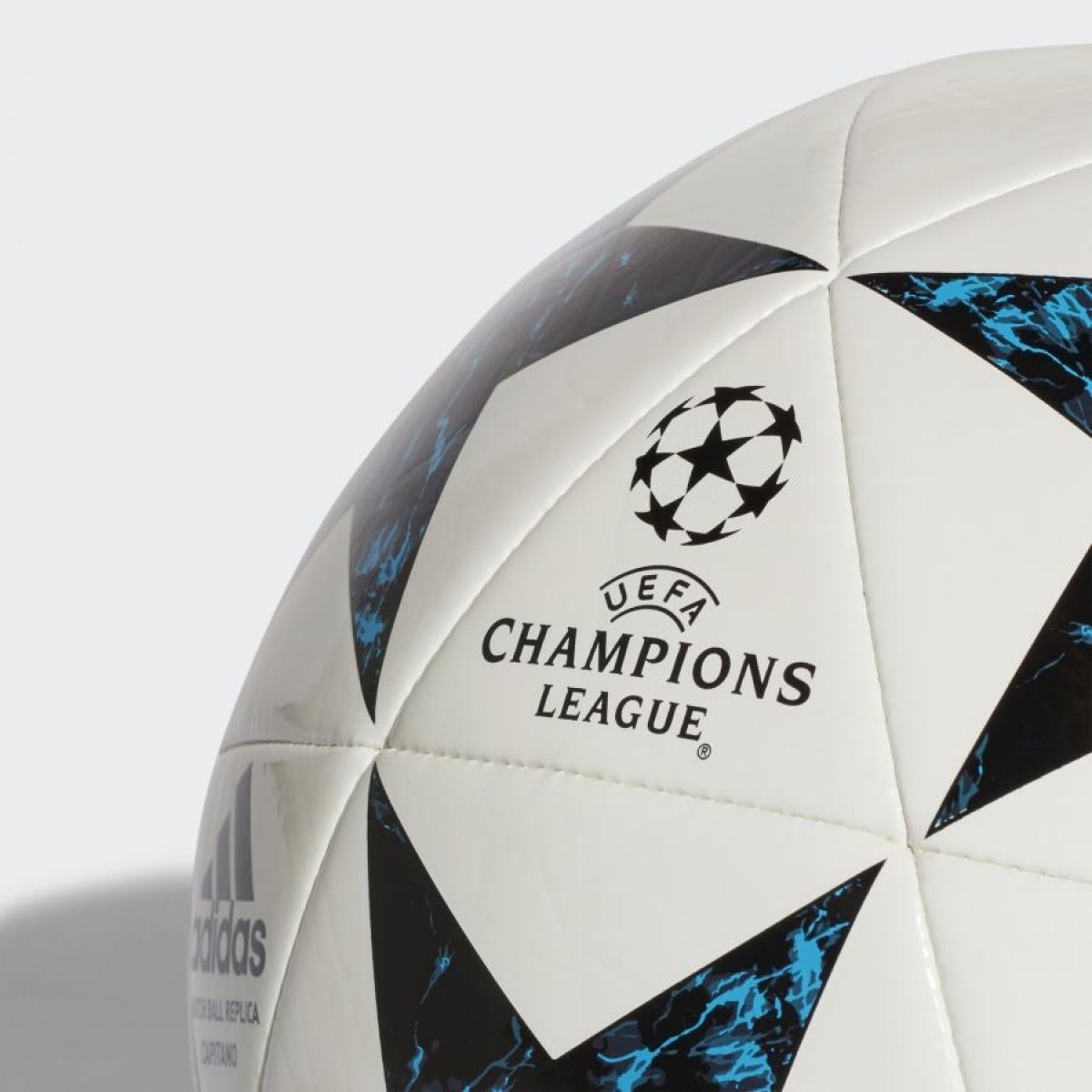 bola oficial adidas champions league real madrid 18 campo. Carregando zoom. 6e01bf376373d