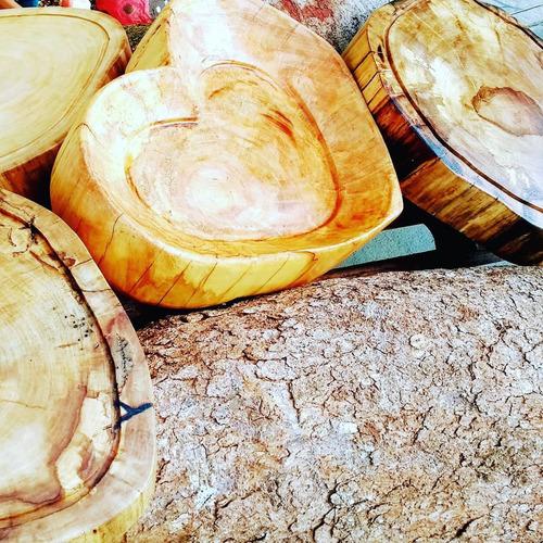 bolachas e gamelas únicas , feitas de troncos de árvores