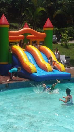 bolas acuáticas e inflable piscina