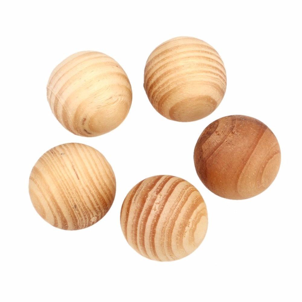 bolas de cedro anti traça mofo baratas e fungos 50 pç. Carregando zoom. 3b446c10de016