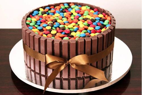 bolo de festa , decorado com chantily 25,00 kg