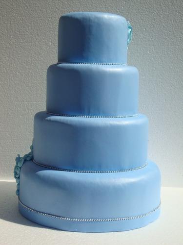 bolo maquete/fake com flores azuis