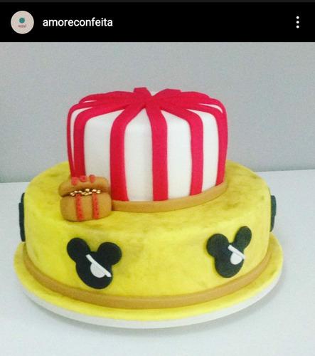 bolos decorados em pasta americana, buttercream e nakedcake