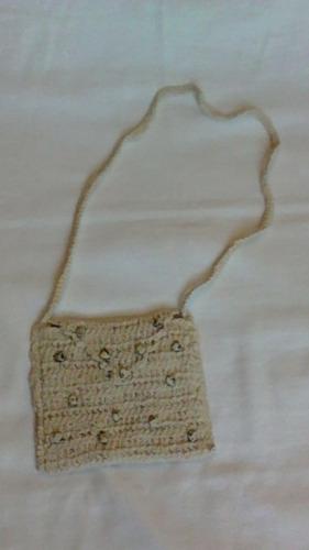bolsa artesanal de crochê com miçangas de coração