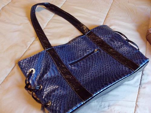bolsa azul marino con negro charol
