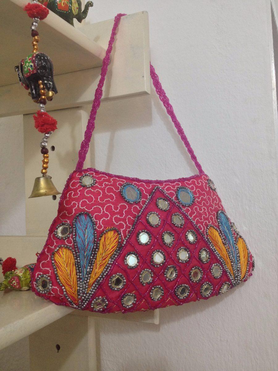 f8238a81e bolsa indiana bordada com pedraria bolsa festa bolsa india. Carregando  zoom... bolsa bolsa bolsa. Carregando zoom.