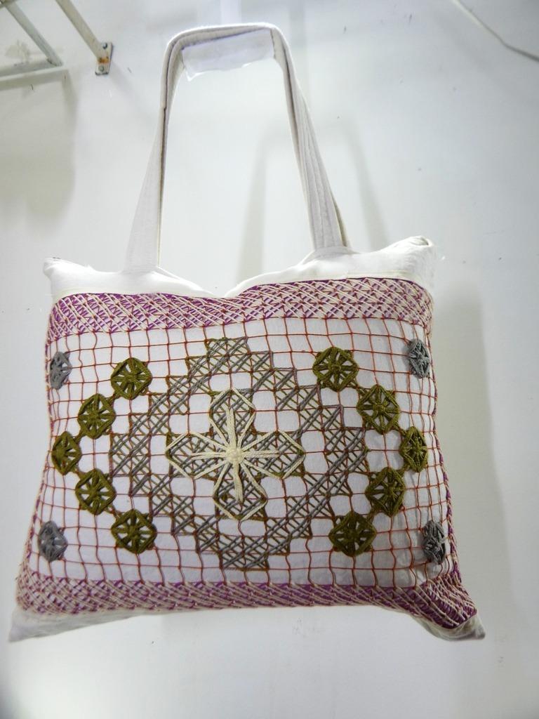 35b63d9fa bolsa bordado renda filé e tecido para praia artesanal 015. Carregando zoom.