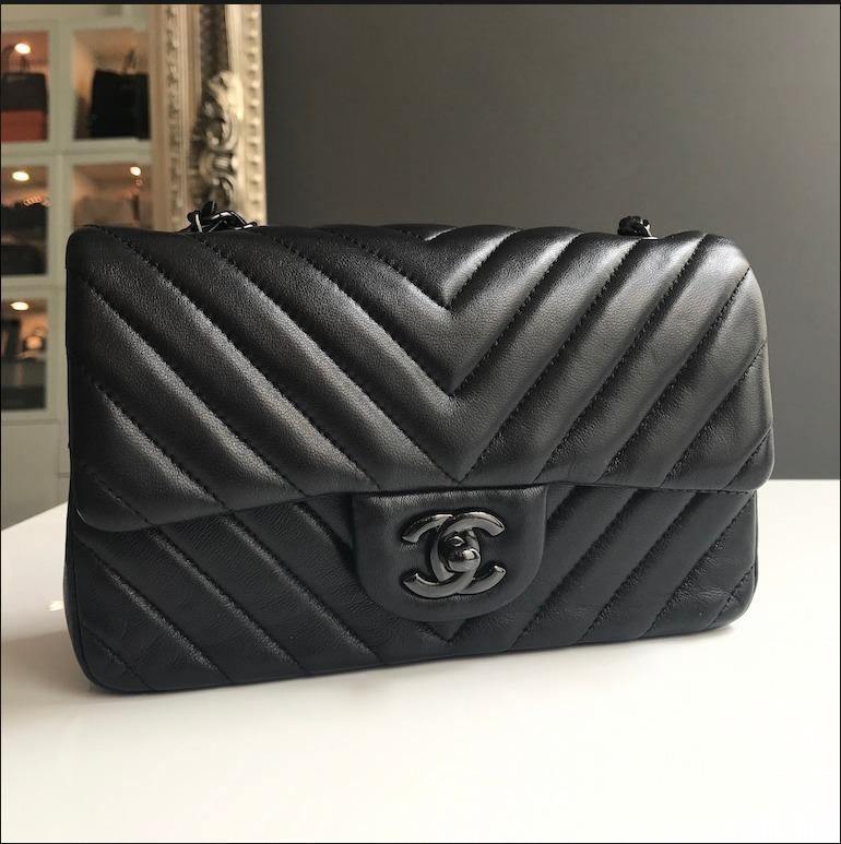 4efca25d2fdbd Bolsa Chanel Chevron Mini - No Brasil - R  1.899