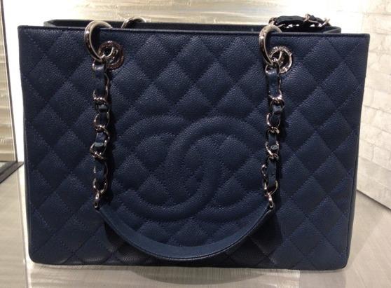 e4c003cda Bolsa Chanel Shopper Gst 100% Couro Original - R$ 2.200,00 em ...