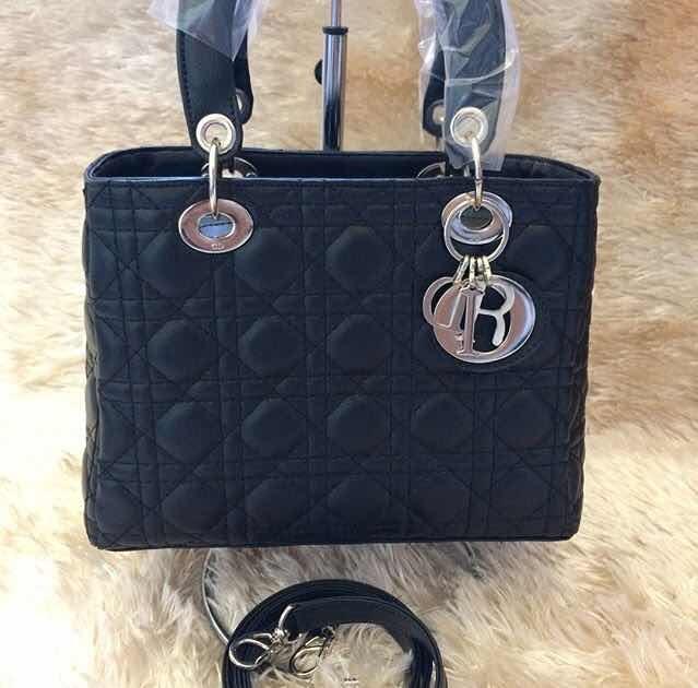 37b8010c5a7 Bolsa Christian Dior Lady - R  149