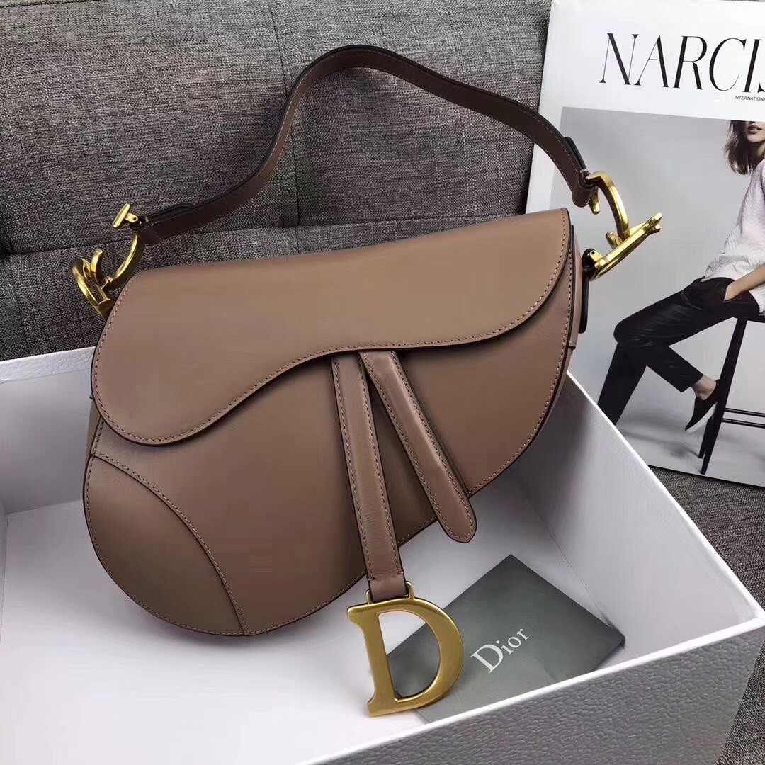 1e1d23f75 Bolsa Christian Dior Saddle Feminina Couro Nova Coleção - R$ 2.899 ...