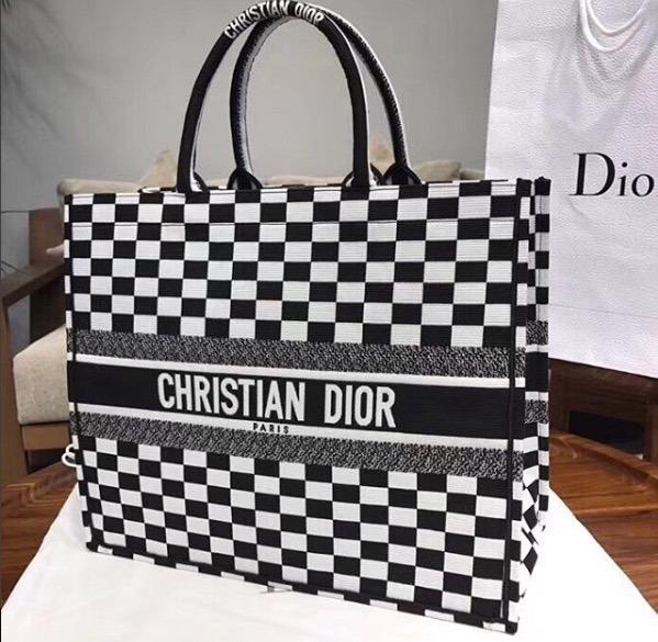 00d69304a85 Bolsa Christian Dior Tote Book Runway Ss18 100% Original - R  2.900 ...