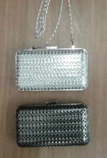 1b66d86031 Bolsa Clutch Dourada Metal Luxo Festa Moderna - R  119