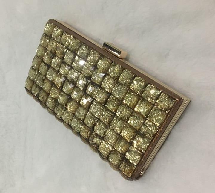 8cd16c3d7 Bolsa Clutch Festa Mão Pedras Prata Douradas Ano Novo - R$ 120,00 em ...