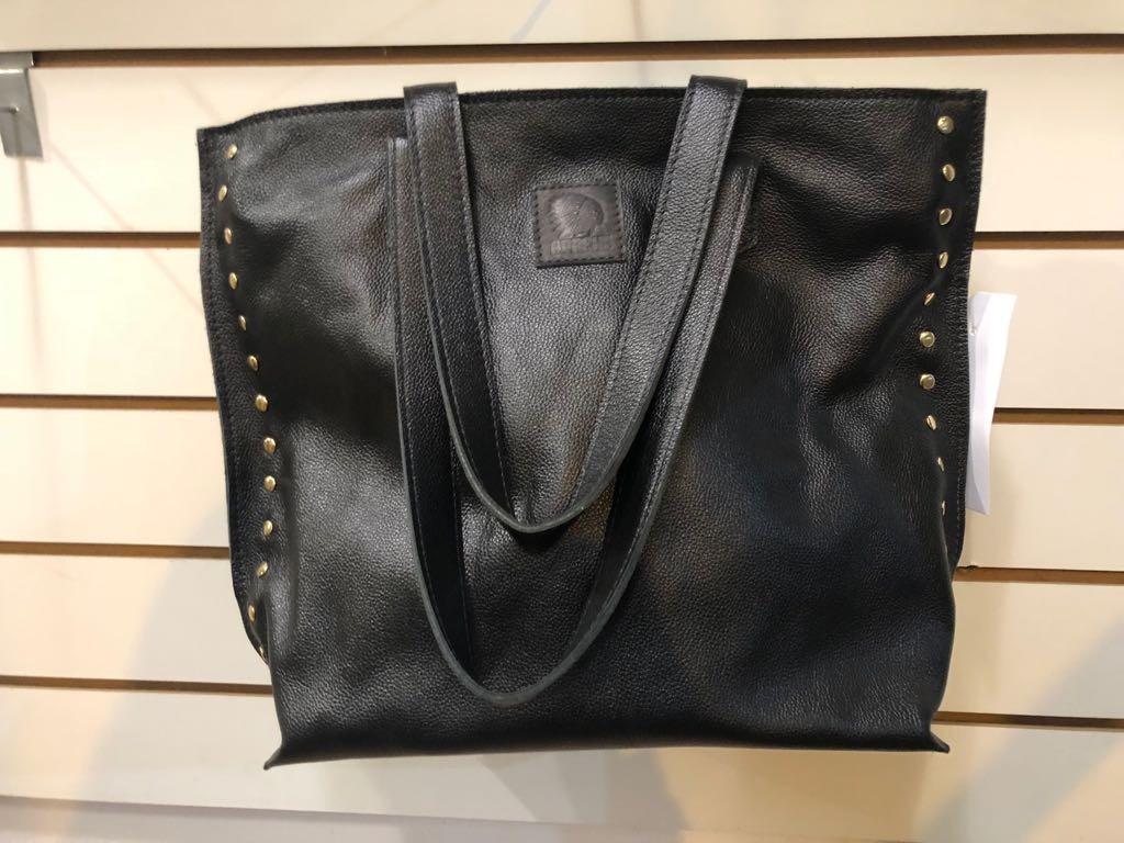 62099479e bolsa couro legítimo feminina ombro grande preto tachas. Carregando zoom.