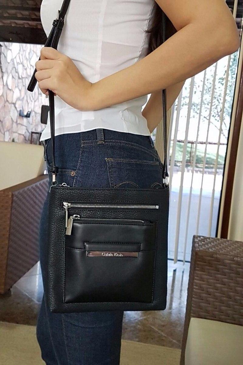 6e098b77b Bolsa Couro Preta Transversal (com Alça) Calvin Klein - R$ 279,90 em ...