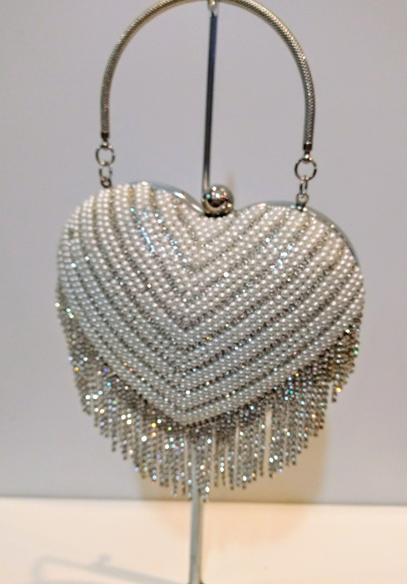 ba7639e67 bolsa de festa prata perola strass coração madrinha. Carregando zoom.