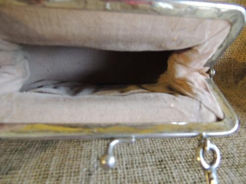 bolsa de festa retro em metal e tecido tramado bege escuro