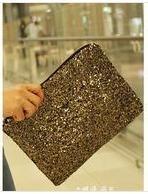 bolsa de mão bordada com paetê, um luxo.