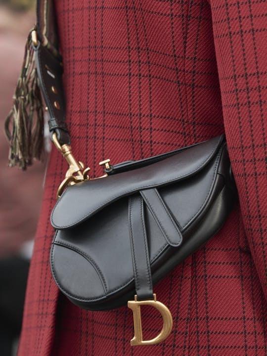 2dab6bee9 Bolsa Dior Saddle Preto Com 2 Alças E Certificado Original - R ...
