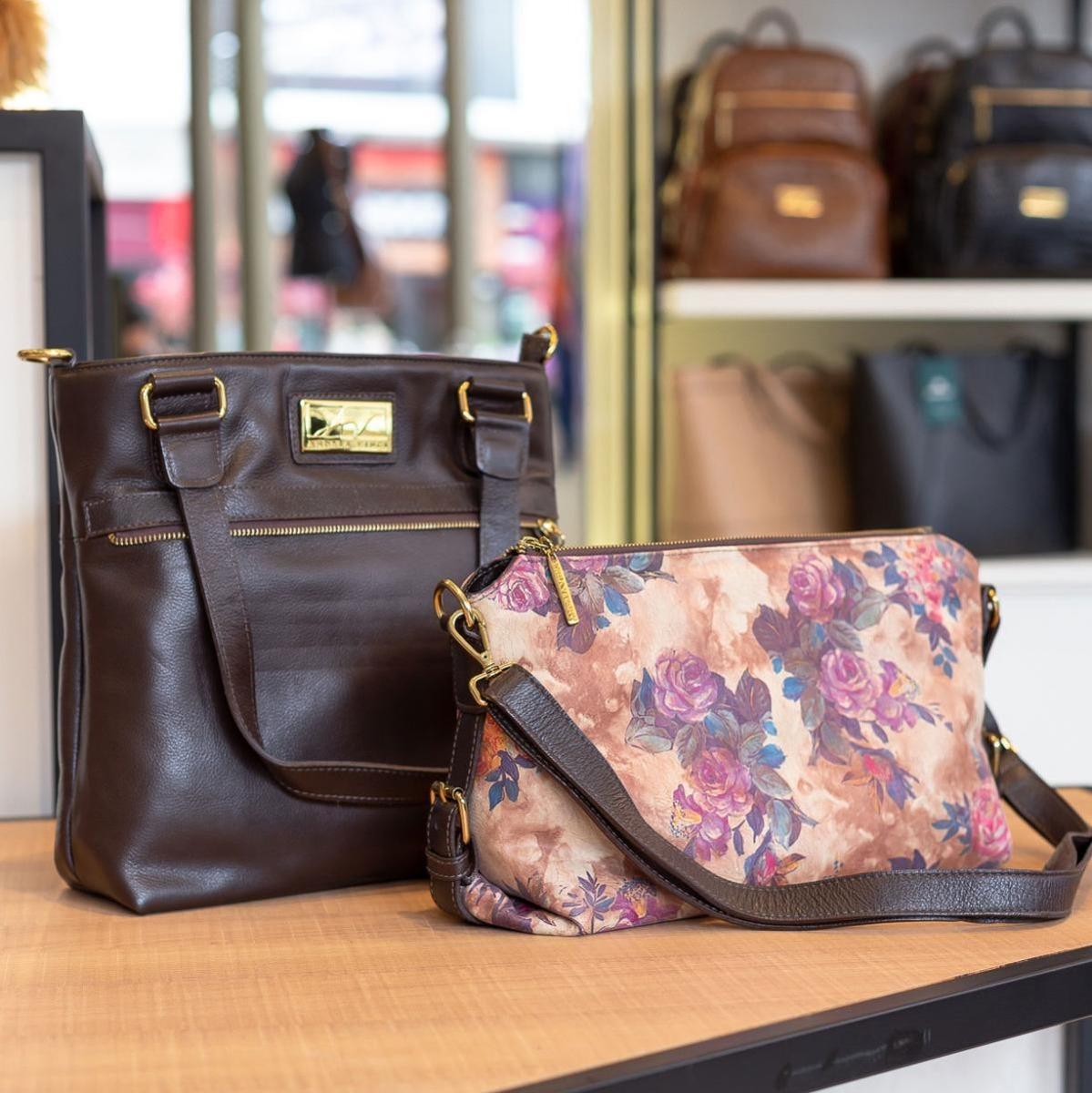 eae26377b Bolsa Duas Em Uma De Couro Legítimo Café Floral - R$ 449,00 em ...