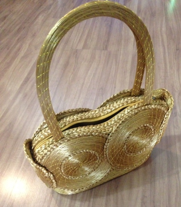 1b40d24fc Bolsa Em Capim Dourado Com Alça De Mão - R$ 230,00 em Mercado Livre